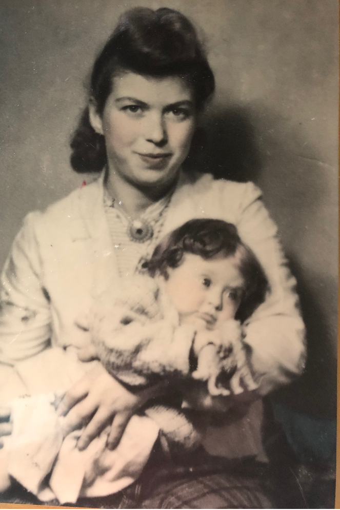 Dora Rapaport had just one photo of herself and her daughter Eva