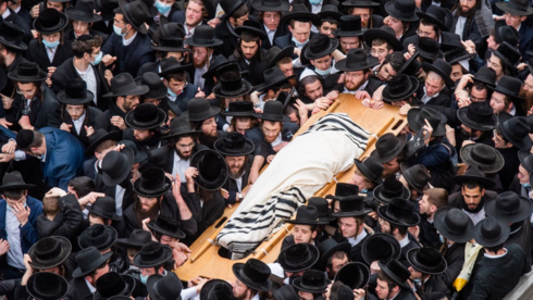 Funeral of a prominent rabbi attended by thousands despite coronavirus