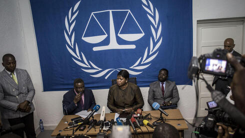 International Criminal Court's (ICC) chief prosecutor Fatou Bensouda (C) holds a press conference in 2018
