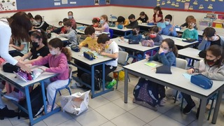 Elementary school students wear masks in class in Givatayim after third lockdown restrictions were lifted