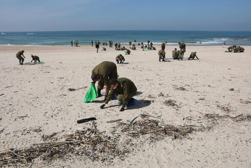 IDF soldiers cleaning the Palmachim Beach