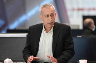 Coronavirus czar Prof. Nachman Ash at the Ynet studio