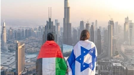 GIrls draped in flags of Israel and the UAE in Dubai