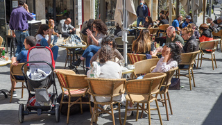 Israelis fill up cafes in Jerusalem after restrictions were lifted