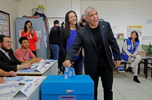 Lapid and his wife Lihi voted at a polling station in Tel Aviv during parliamentary elections in March last year