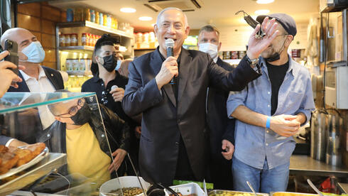 Benjamin Netanyahu campaigns at Mahane Yehuda market in Jerusalem in a last-minute effort to win support