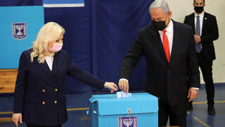 Prime Minister Benjamin Netanyahu and his wife vote in elections