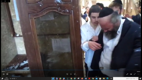 Rabbi Aryeh Leib Kahaneman was lightly hurt in the clashes