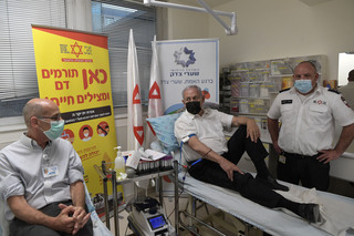 Prime Minister Benjamin Netanyahu donates blood for those injured in the Mount Meron crush