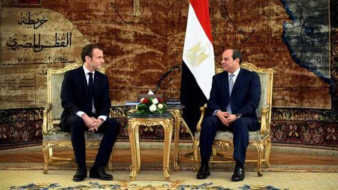 French President Emmanuel Macron with Egyptian President Sisi in Cairo in 2019