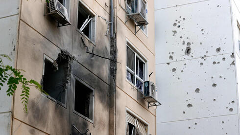 Residential building in Ashkelon sustains direct hit from Gaza rocket