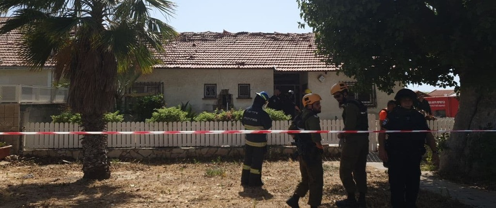 House in Ashkelon where 80-year-old woman died of shrapnel wounds