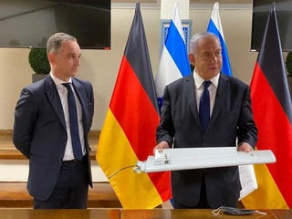 Prime Minister Benjamin Netanyahu presenting German Foreign Minister Heiko Maas with a part of the drone that was shot down in northern Israel ealier this week