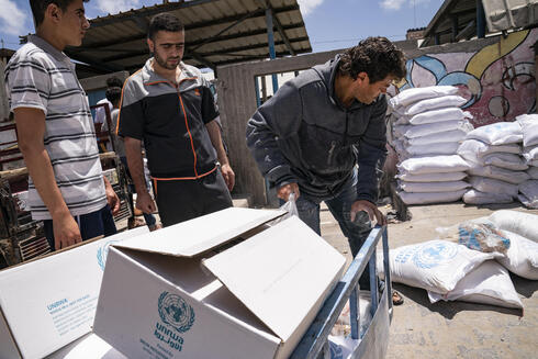 UNRWA delivers  food to Gaza residents
