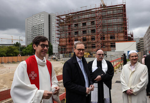 (L-R) Pastor Gregor Hohberg, Berlin Governing Mayor Michael Mueller, Rabbi Andreas Nachama and Imam Kadir Sanci pose for a group photo during the laying of the foundation stone ceremony for the multi-religious 'House of One' building in Berlin