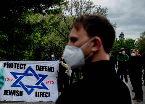 Participants at a vigil against anti-Semitism gather in front of the a synagogue in Berlin, May 16, 2021