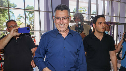 Coalition talks stall as Lapid has hours left to form government