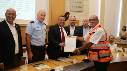 Sami Darwish, seen in 2019 receiving an award from Jerusalem Mayor Moshe Lion for his work in saving lives.
