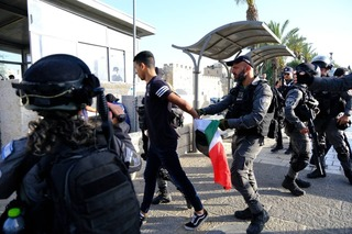 Police arresting suspects in unrest by Jerusalem's Old City