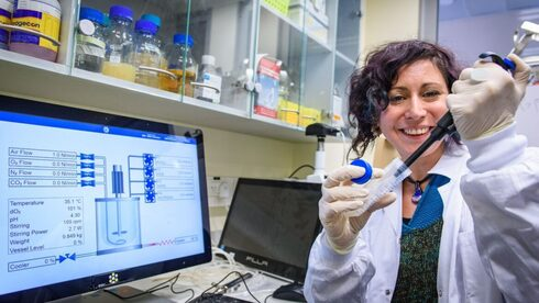 MigVax researcher Dr. Nadia Grozdev working on the COVID-19 vaccine