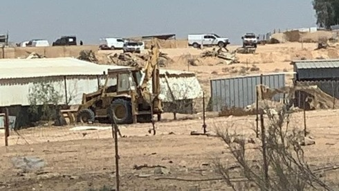 Police forces arrive at Bir Hadaj to prepare for house demolitions on Sunday