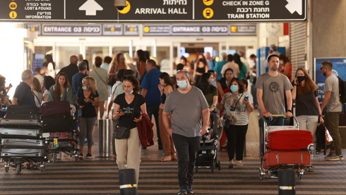 Passengers arriving at Ben Gurion International Airport on Friday (Photo: Amit Shaal)
