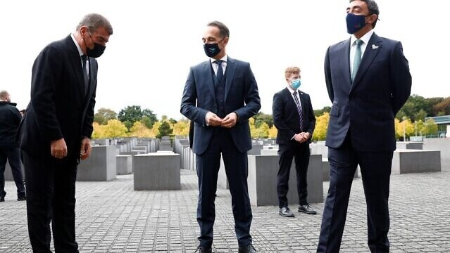 Israeli Foreign Minister Gabi Ashkenazi, left, German Foreign Minister Heiko Maas, center, and UAE Foreign Minister Sheikh Abdullah bin Zayed al-Nahyan pose as they visit the Holocaust memorial prior to their historic meeting in Berlin, on October 6, 2020