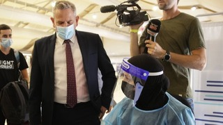 Horowitz visits COVID testing center at Ben Gurion Airport