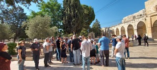 Jewish visitors to the Temple Mount on Sunday
