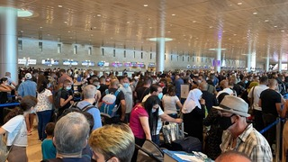 Israeli travelers crowded together at Ben-Gurion Airport, July 2021