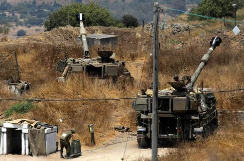 IDF howitzers take up position next to Kiryat Shmona following rocket fire from Lebanon, August 4, 2021