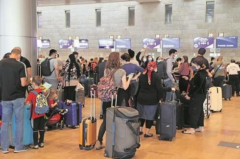 Ben Gurion Airport packed with travelers in the midst of the fourth COVID wave (Photo: Yariv Katz)