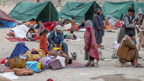 Internally displaced families from northern provinces, who fled from their homes due to the fighting between Taliban and Afghan security forces, take shelter in a public park in Kabul, Afghanistan, 14 August