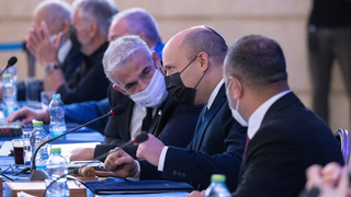 Lapid and Bennett at a Cabinet meeting last week