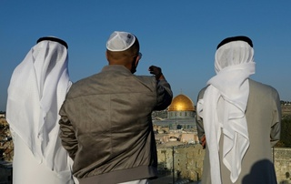 An Israeli tour guide with two Emirati visitors in Jerusalem