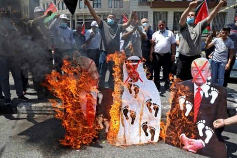 Palestinians in Ramallah protest the normalization agreement between Israel and the UAE