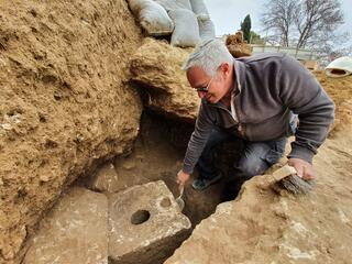 Yaakov Billig, the director of the excavation